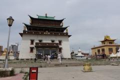 Kloster Gnaden-Style. Drinnen leider kein Foto für uns - dort steht eine beeindruckende 25m Avalokiteshvara Statue.