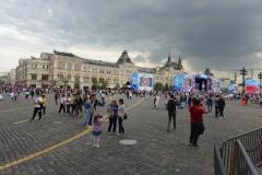 Roter Platz mit dem Vorbereitungen für Russia Day (im Hintergrund GUM-Warenhaus).