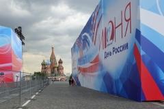 Russia Day und im Hintergrund die Basilius-Kathedrale