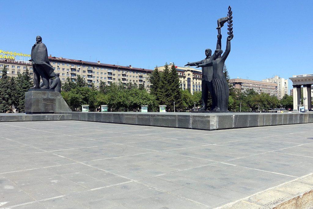 Lenin Platz, Lenin Straße und ... na klar, Lenin Statue.