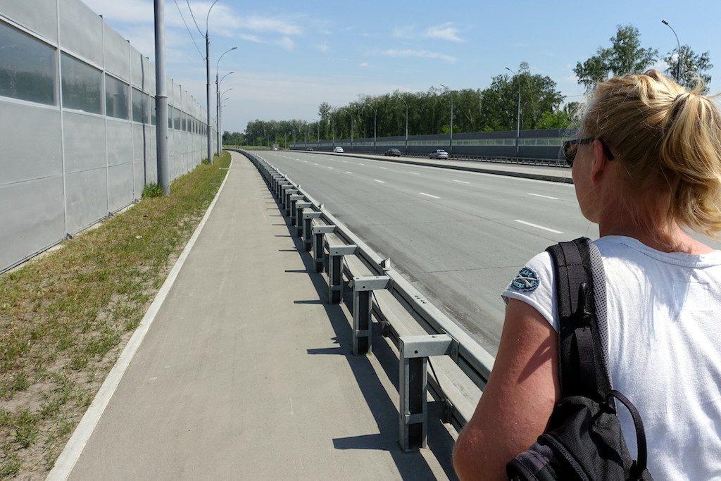 Sechs-spurige Autobrücken haben es uns angetan. Besonders schön mit Schallschutz-Wand zum besseren schwitzen.