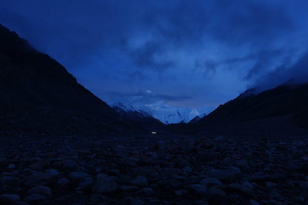 Nach Sonnenuntergang noch ein Foto vom Mount Everest.