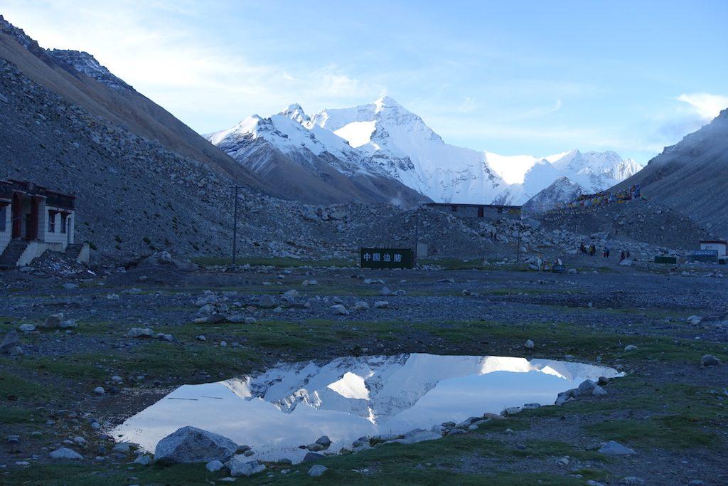 Wanderung zum Sonnenaufgang vom Zeltplatz zum Everest Base Camp auf 5.200m.