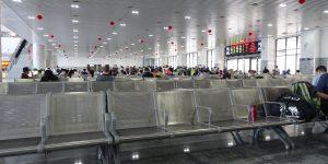 Ein letztes Mal Umsteigen im Bahnhof von Nanchang Bei. Ein Blick in die Wartehalle wie im Flughafen.