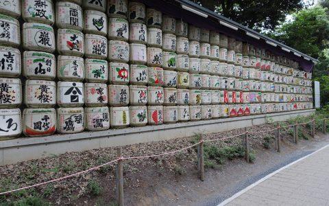 Sake-Fässchen im Park. Leider leer.