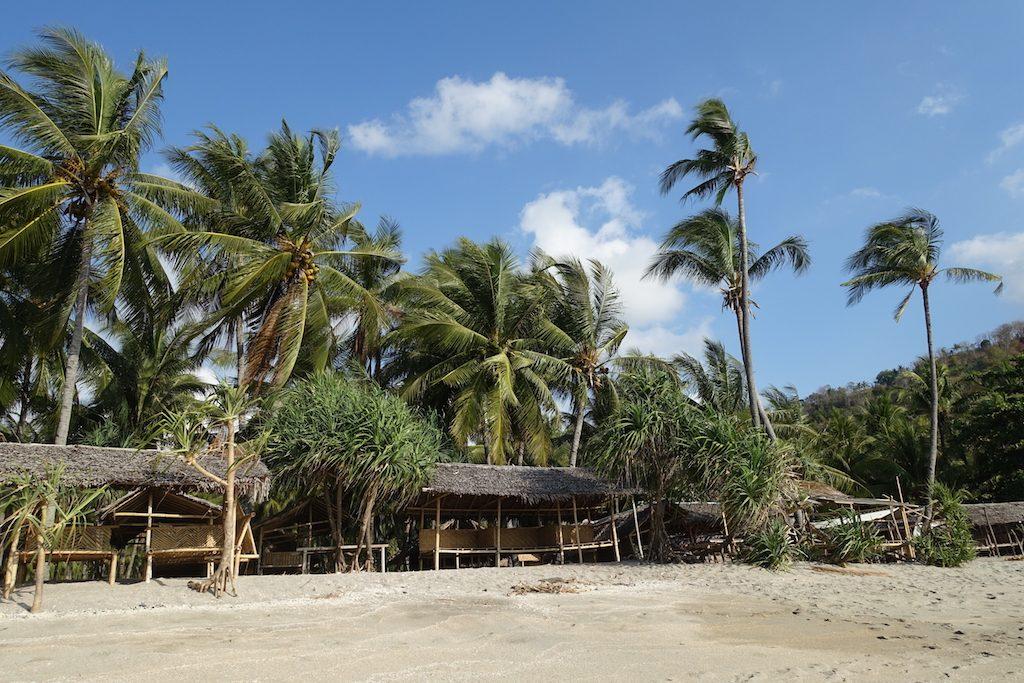 Strandhütten am Pandanan-Beach.