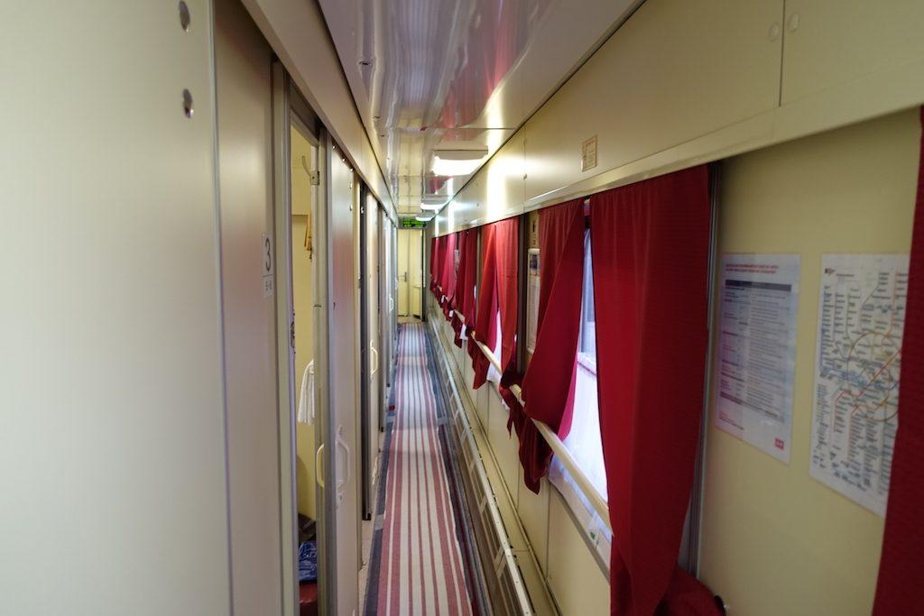 Selbst die erste Klasse auf der Transsib sieht nicht ganz so modern aus wie der EN453.