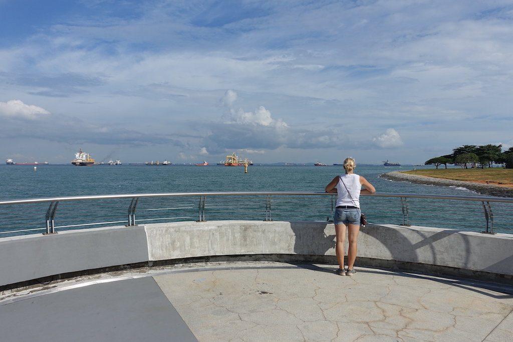 Meer sehen ist doch einfach das Beste! Mit den vielen Frachtern, die hier vor Singapur auf Reede liegen.