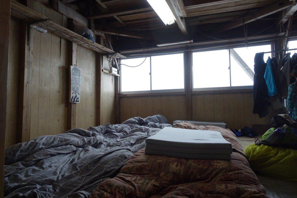 Das Matrazenlager in unserer Hütte.