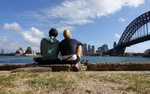 Blick auf die Oper von Sydney und die Harbour Bridge.