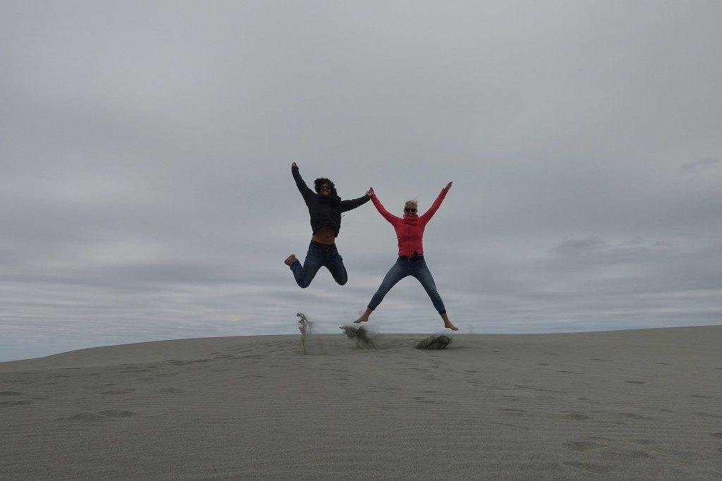 Spaß in den Dünen! So wie Sinas Fußhaltung ist, sollte man nicht meinen, dass sie mal Ballett gemacht hat :-)
