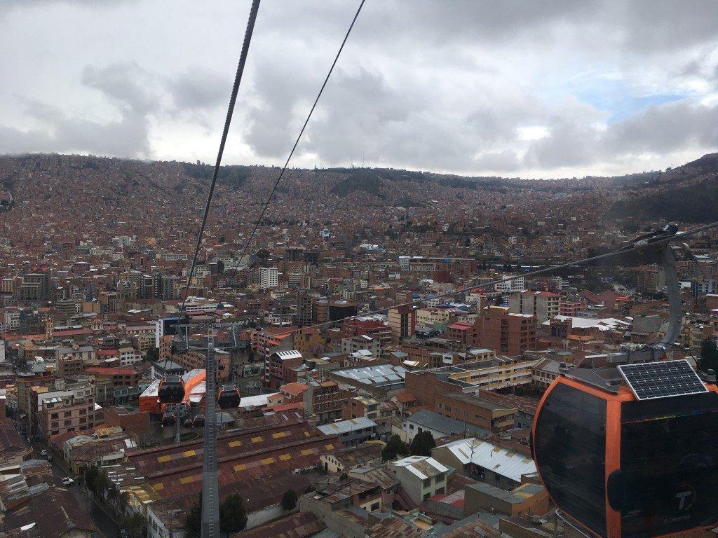 Seilbahnfahren ist in Bolivien recht günstig, verglichen mit dem Skipass in den Alpen