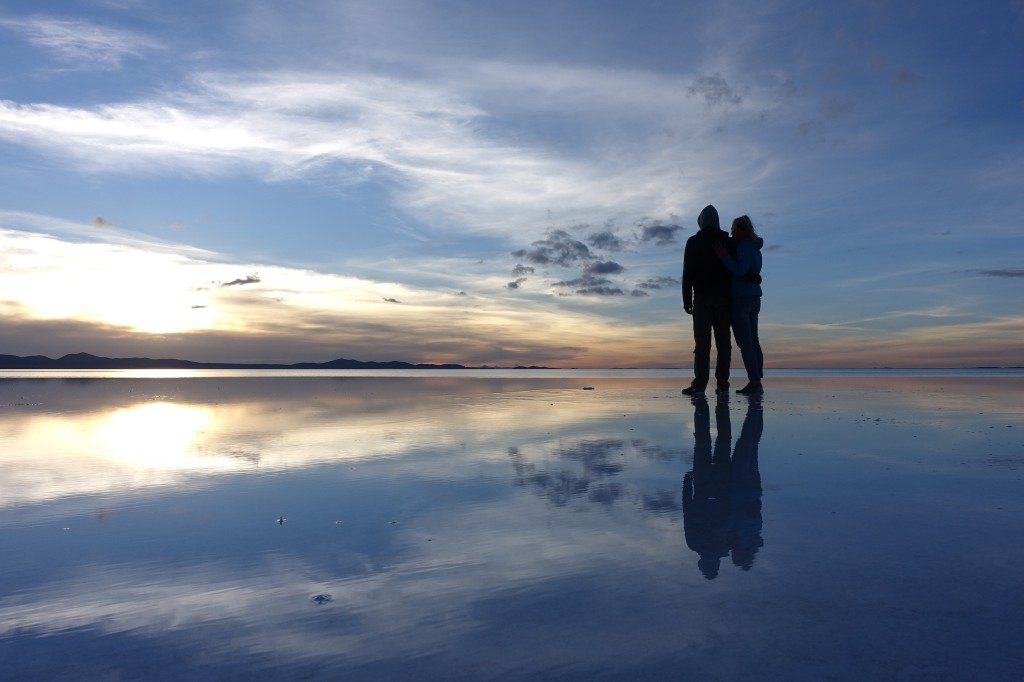 Das Spektakel der Fotos beginnt schon zum Sonnenaufgang in der Salar de Uyuni