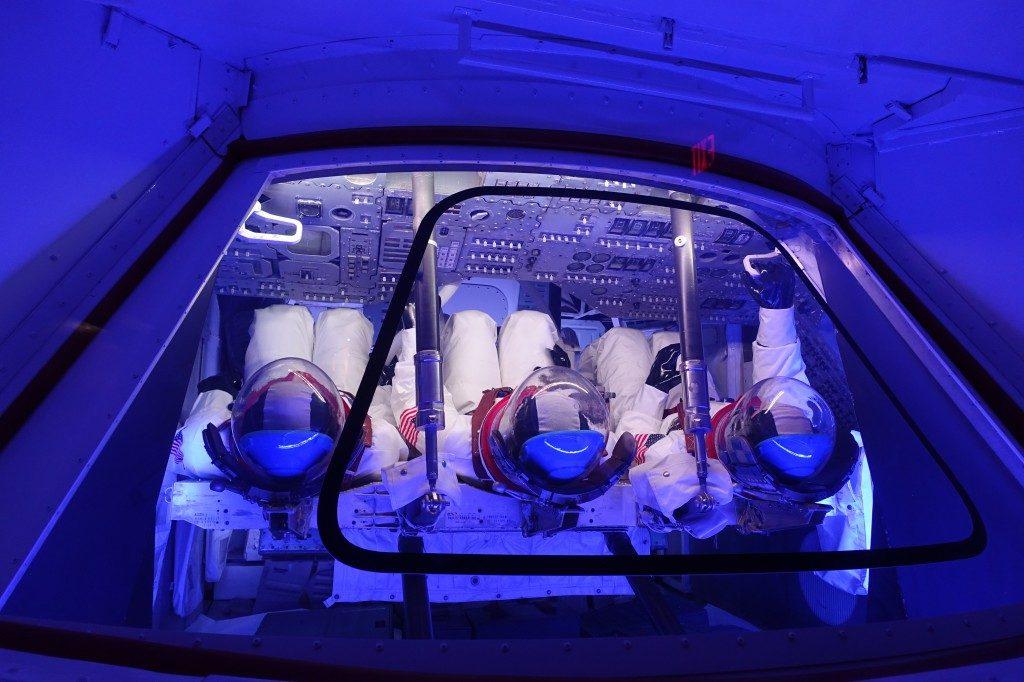 Ganz schön eng in einer Apollo-Rakete zum Mond