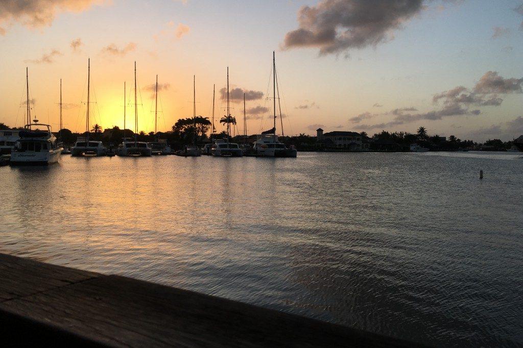Ein Sundowner im inneren der Rodney Bay Marina