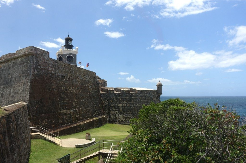 Das alte Castillo mit dem Atlantik im HIntergrund